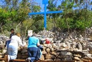 blue-cross-croce-azzuro-plavi-kriz-blaue-kreuz-croix-bleu-medjugorje-e1342561563684-300x202